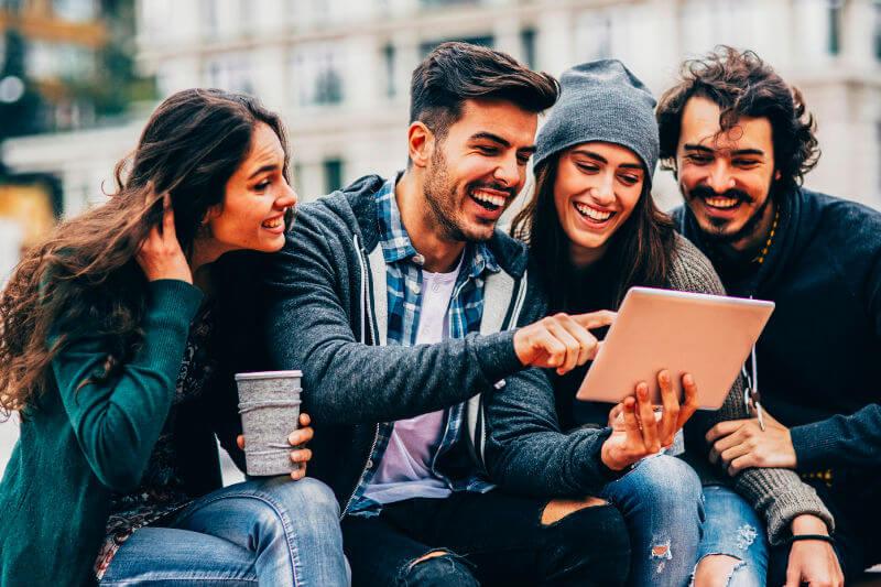 travelling millennials